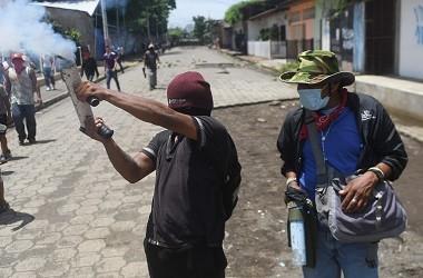Pengunjuk rasa anti-pemerintah di Masaya, Nikaragua, 21 Juni