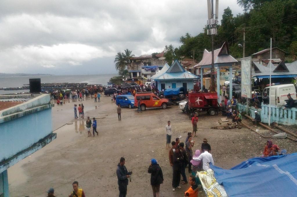 Suasana di pinggir Danau Toba saat petugas gabungan mencari korban KM Sinar Bangun tenggelam, Sabtu 23 Juni 2018, Medcom.id - Farida Noris