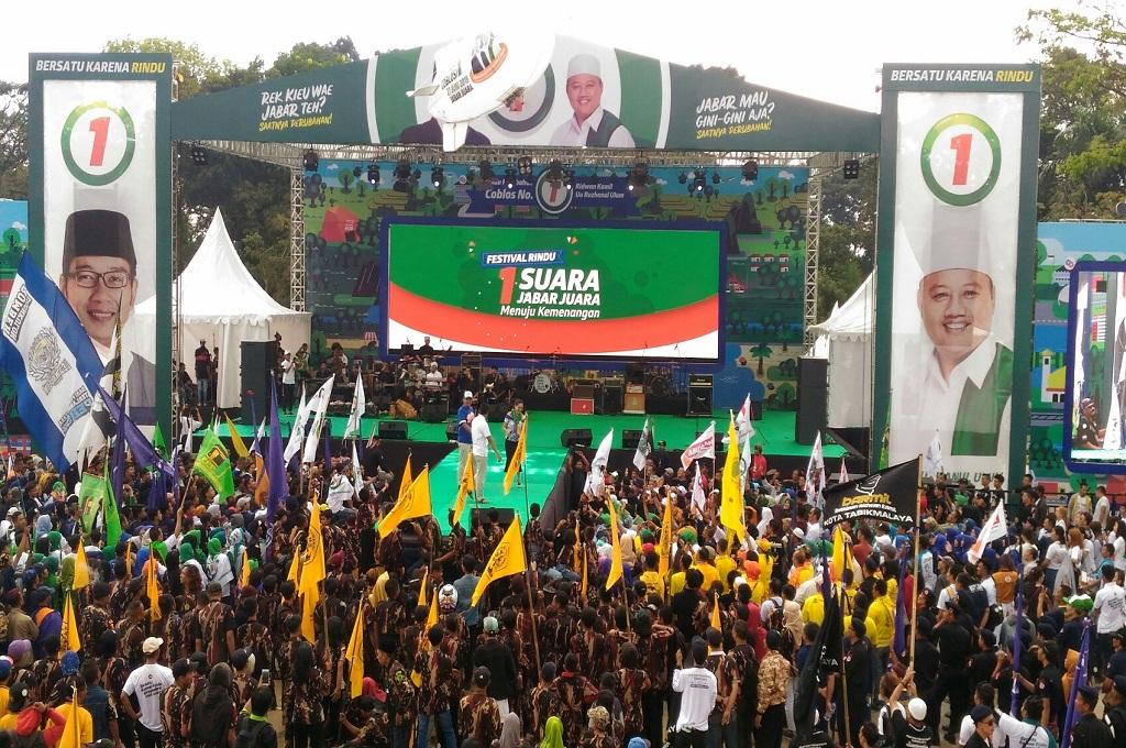 Suasana di Lapangan Tegalega, Kota Bandung, saat kampanye terakhir Ridwan Kamil-Uu Ruzhanul Ulum, Sabtu, 23 Juni 2018, Medcom.id - Roni Kurniawan