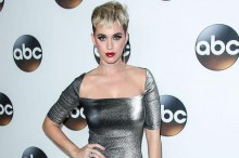 Kagetnya Katy Perry Dapat Kado Nugget Basi dari Penggemar Indonesia
