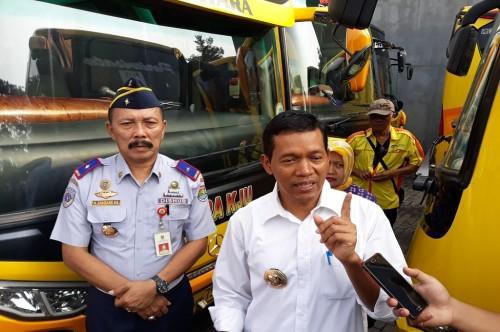 Pejabat (Pj) Bupati Kabupaten Tangerang Komaruddin saat mengecek