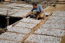 100 Nelayan Tolak Tambang Biji Timah di Laut Rambat