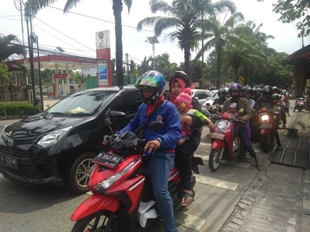 Pengunjung mengantre masuk Ragunan/Medcom.id/Kautsar Prabowo