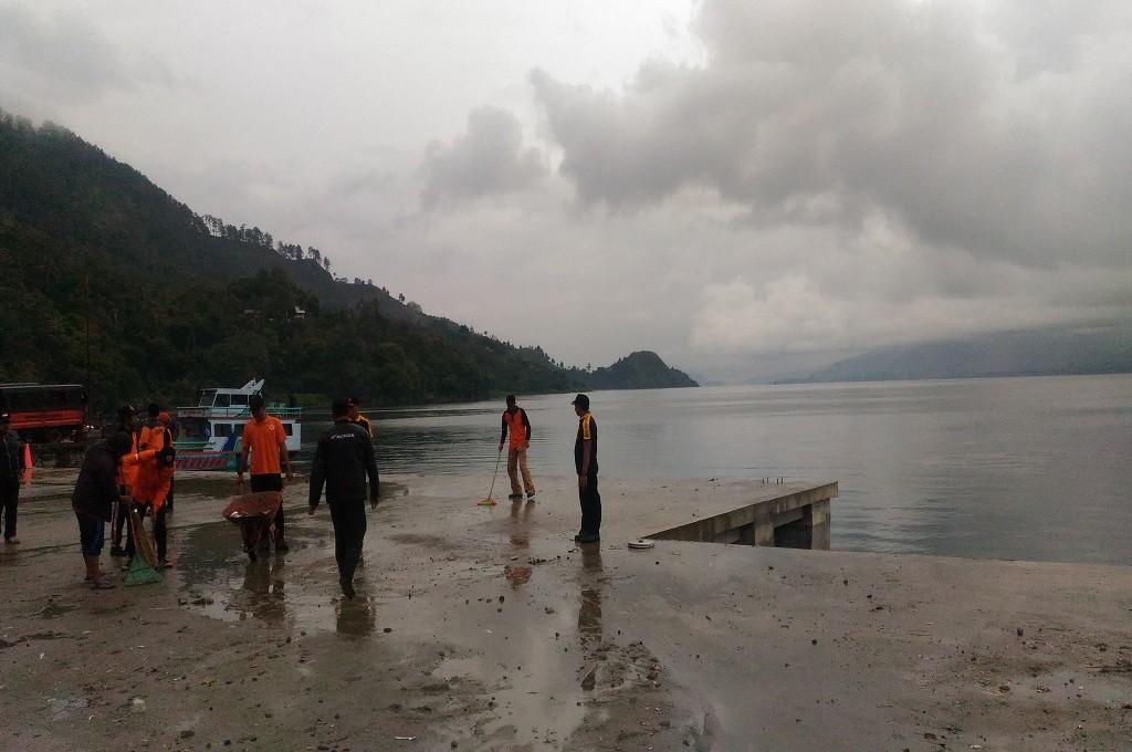 Tim mencari korban KM Sinar Bangun yang tenggelam di Danau Toba, Sabtu 23 Juni 2018, Medcom.id - Farida Noris