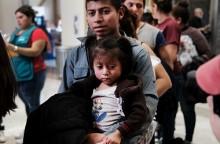 Trump Bertekad Cegah Imigran Menginvasi AS