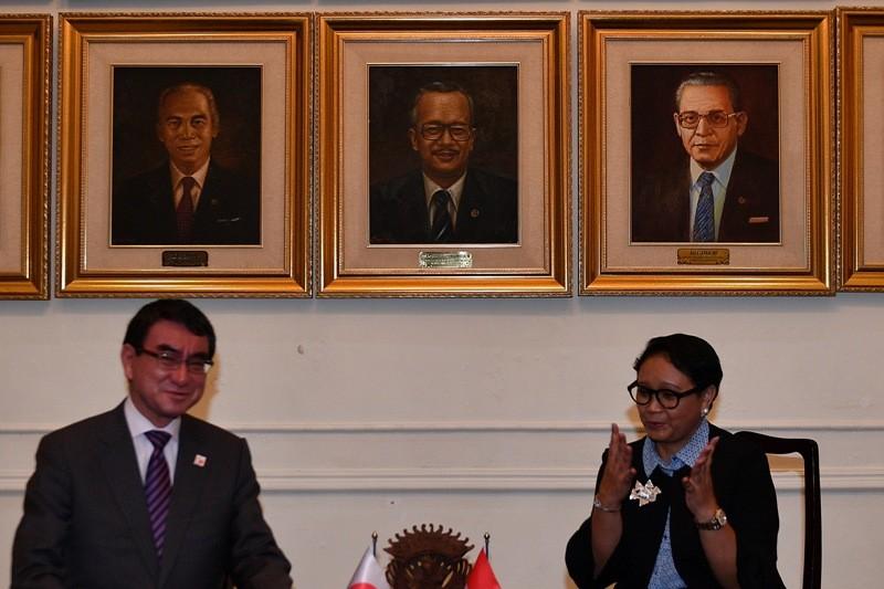 Menlu Retno Marsudi turut membahas kerja sama maritim dengan Menlu Jepang Taro Kono (Foto: Antara).