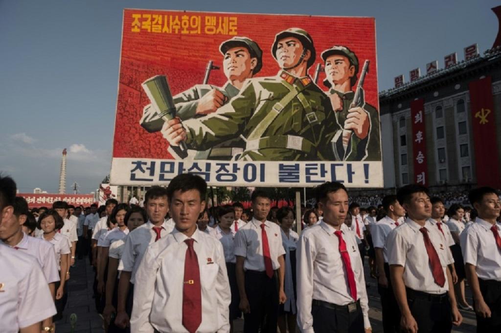 Warga Korut merayakan peringatan Perang Korea di Pyongyang pada 2017. (Foto: AFP)