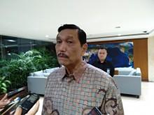 Luhut: Gaji Pilot Garuda Indonesia Sudah Besar