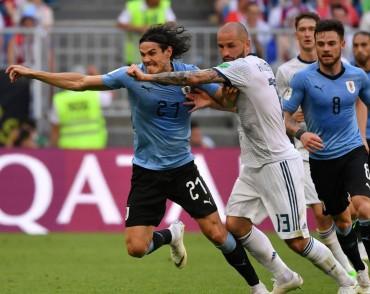 Bantai 10 Pemain Rusia, Uruguay Juara Grup A