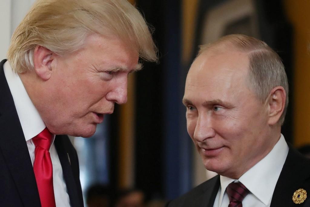 Presiden AS Donald Trump dan Presiden Rusia Vladimir Putin saat bertemu di Da Nang, Vietnam, November 2017. (Foto: AFP)