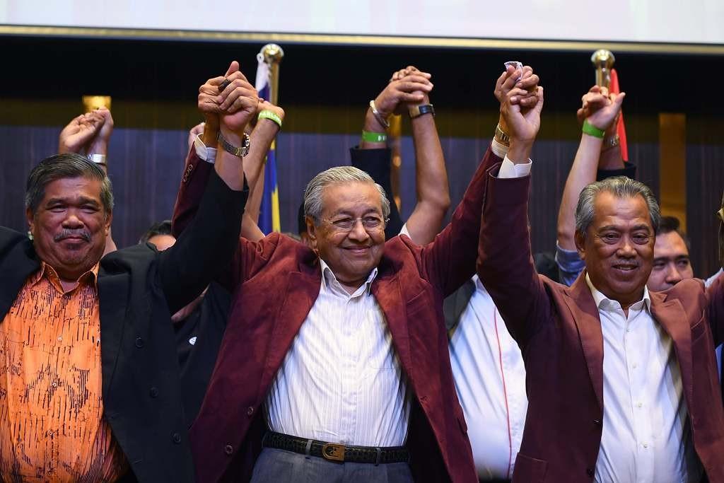 PM Mahathir Mohamad segera mengumumkan susunan kabinet utuh. (Foto: AFP)