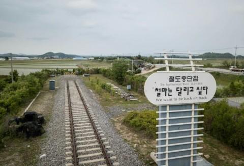 Koreas Hold Talks on Connecting Railways