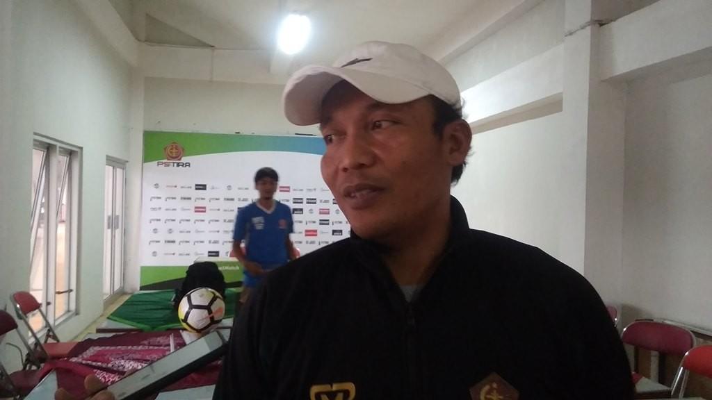 Asisten pelatih PS Tira, Miftahudin Mukson. (Foto: medcom.id/Ahmad Mustaqim)