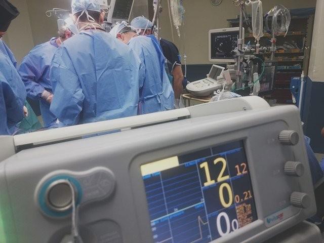 Pihak medis melakukan triage sebelum menangani pasien di UGD. (Foto: Natanael Melchor/Unsplash.com)