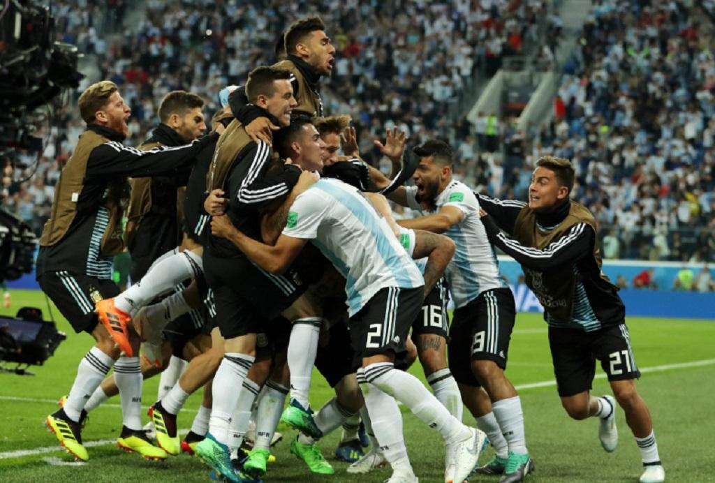 Pemain Argentina merayakan gol yang dicetak Marcos Rojo. (Foto: twitter timnas Argentina)