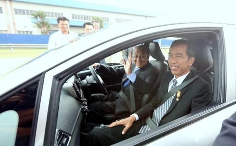 Presiden Joko Widodo saat bertemu dengan Mahathir Mohamad di Malaysia pada 2015 lalu (Foto: New Straits Times).