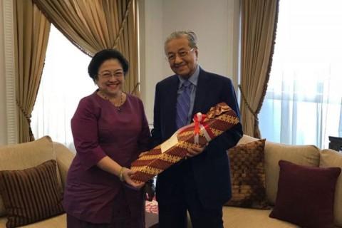 Salak Bali dari Megawati buat Mahathir