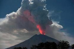 Tinggi Debu Vulkanik Gunung Agung Mencapai 7.500 Meter