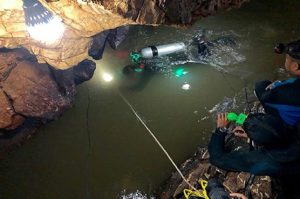 Tim penyelam mencari 12 anak-anak dan pelatih mereka di sebuah gua di Thailand, 30 Juni 2018. (ROYAL THAI NAVY SEAL/AFP/File / Handout)