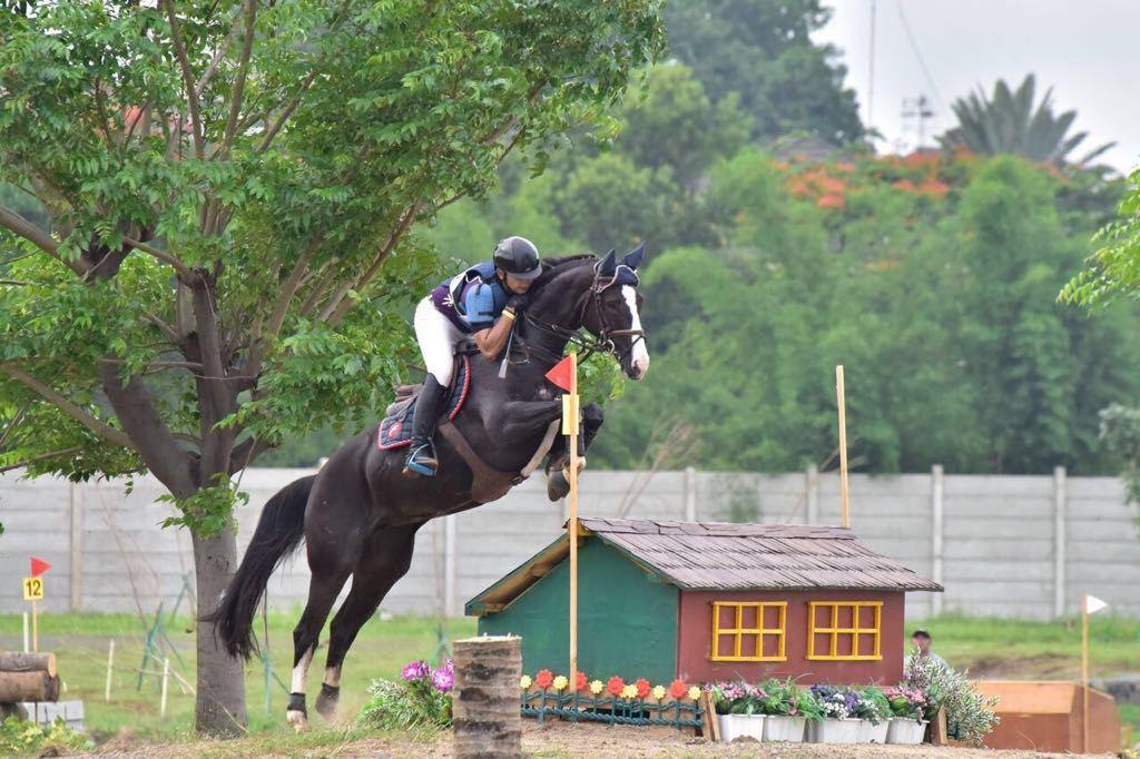 Salah satu atlet Equestrian dari klub Equinara sedang berlatih untuk persiapan Asian Games 2018 (Istimewa)