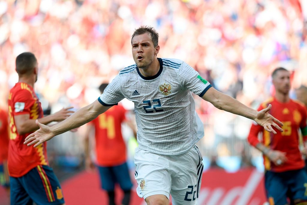 Selebrasi pemain Rusia Artem Dzyuba usai membobol gawang Spanyol yang dijaga David De Gea (AFP PHOTO / Juan Mabromata)