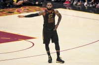 Resmi: LeBron James Gabung LA Lakers