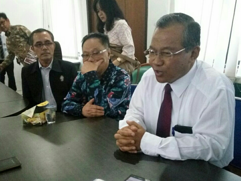 Ketua Panitia Pusat SBMPTN 2018, Ravik Karsidi saat jumpa pers di Solo, Jawa Tengah. Medcom.id/Pythag Kurniati