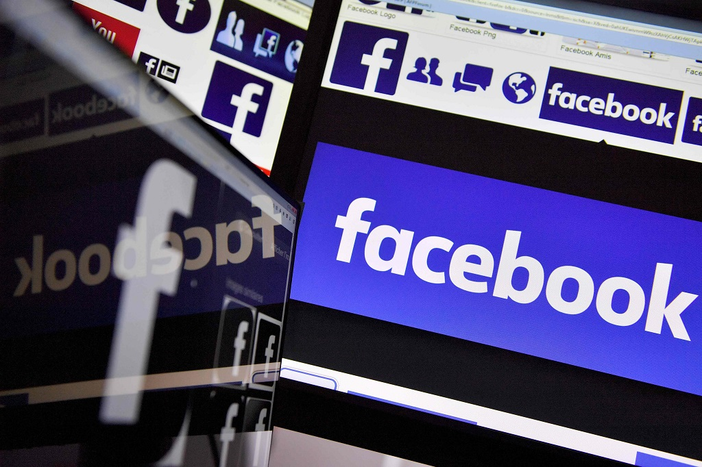 Ada bug di Facebook, sebabkan orang yang diblokir bisa melihat post pemblokir. (AFP PHOTO / LOIC VENANCE)