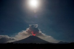 Gunung Agung Berpotensi Erupsi Strombolian