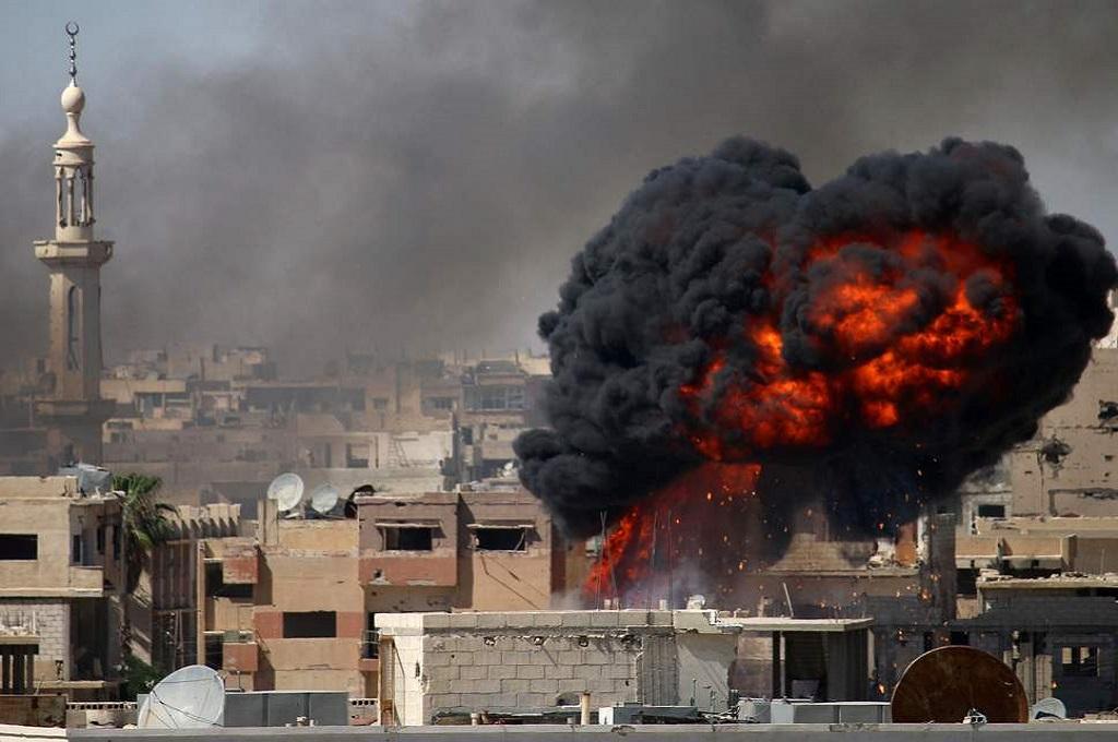 Serangan udara pasukan Suriah di kota Daraa, provinsi Deraa, 11 Juni 2018. (Foto: AFP/Getty)