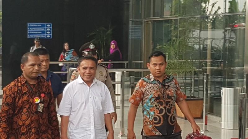 Gubernur Aceh Irwandi Yusuf tiba di Gedung Komisi Pemberantasan Korupsi (KPK) - Medcom.id/Damar Iradat.