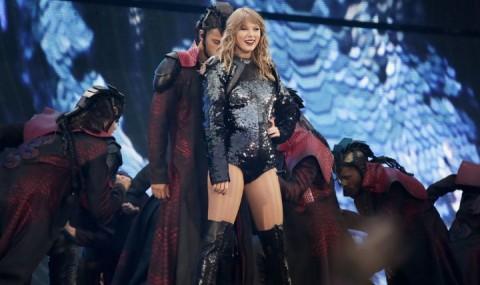 Taylor Swift Gelar Konser Rahasia di Chicago