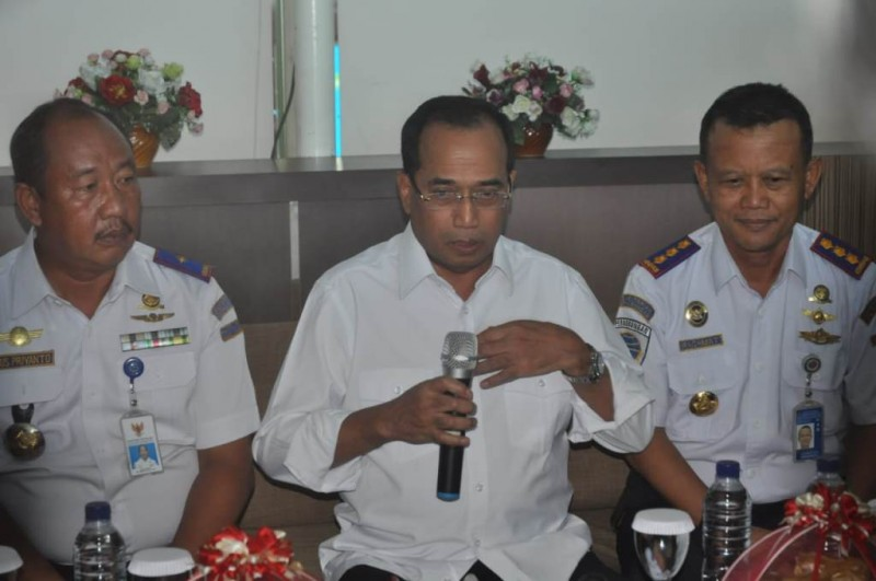 Menteri Perhubungan Budi Karya Sumadi (tengah)> (Foto: Andi Aan P)