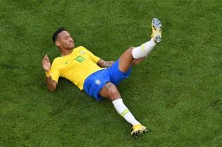 """Neymar """"Tidur"""" di Lapangan hingga 14 Menit"""