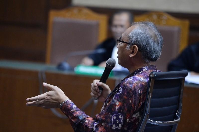 Terdakwa menghalangi penyidikan kasus KTP-el Bimanesh Sutarjo - ANT/Wahyu Putro A.