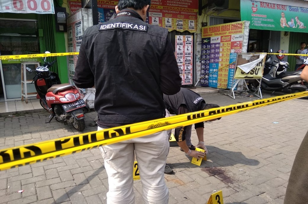 Polisi olah tempat kejadian perkara (TKP) penembakan korban pembegalan di Tangerang, 5 Juli 2018, Medcom.id - Hendrik