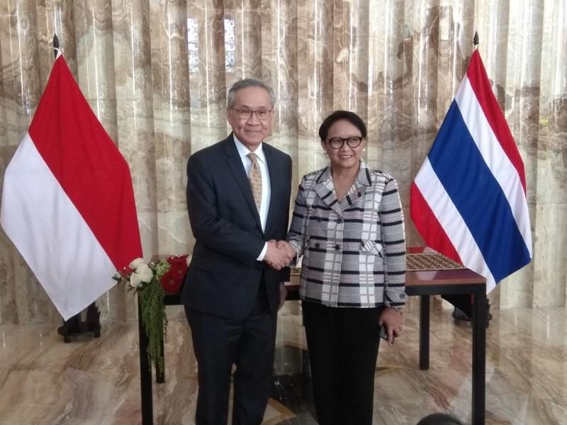 Pertemuan antara Menteri Luar Negeri Retno Marsudi dan Menlu Thailand Don Pramudwinai (Foto: Willy Haryono).