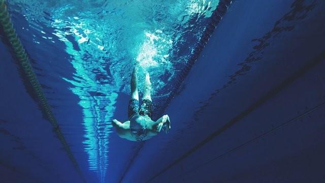Olahraga air sangat bagus untuk penderita asma. (Foto: Artem Verbo/Unsplash.com)