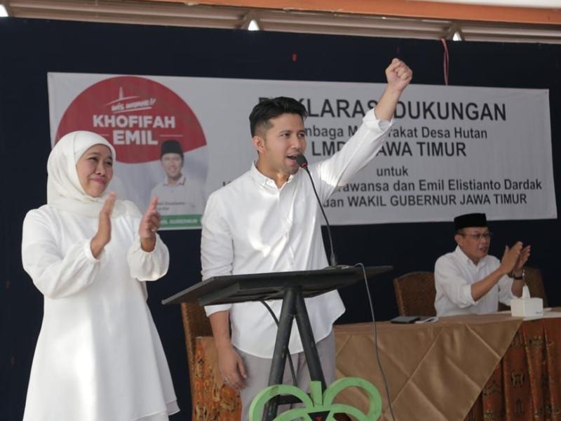 Khofifah Indar Parawansa-Emil Elestianto Dardak dalam deklarasi dukungan Masyarakat Desa Hutan di penjuru Jawa Timur. Medcom.id/Syaikhul Hadi