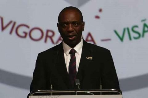 Pesawat Kehabisan Bahan Bakar, PM Mozambik Telantar