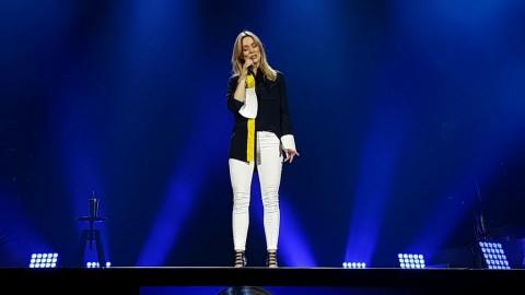 Buka Konser Celine Dion, Veronic DiCaire Ajak Penonton Lakukan 'Senam Wajah'