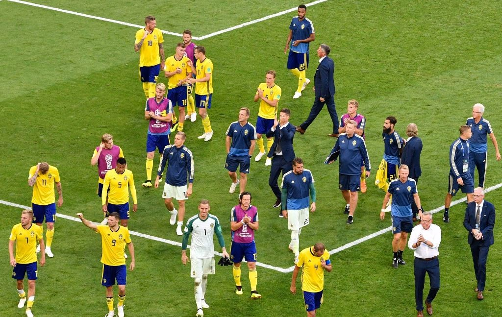 Timnas Swedia memberi salam pada suporter mereka usai tersingkir dari Piala Dunia 2018 (Foto: AFP PHOTO / Alexander NEMENOV)