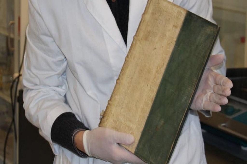 Salah satu buku beracun yang ditemukan di perpustakaan Denmark. (Foto: University of Southern Denmark)