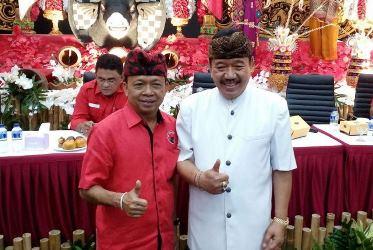 I Wayan Koster (kiri) dan Tjokorda Oka Artha Ardhana Sukawati