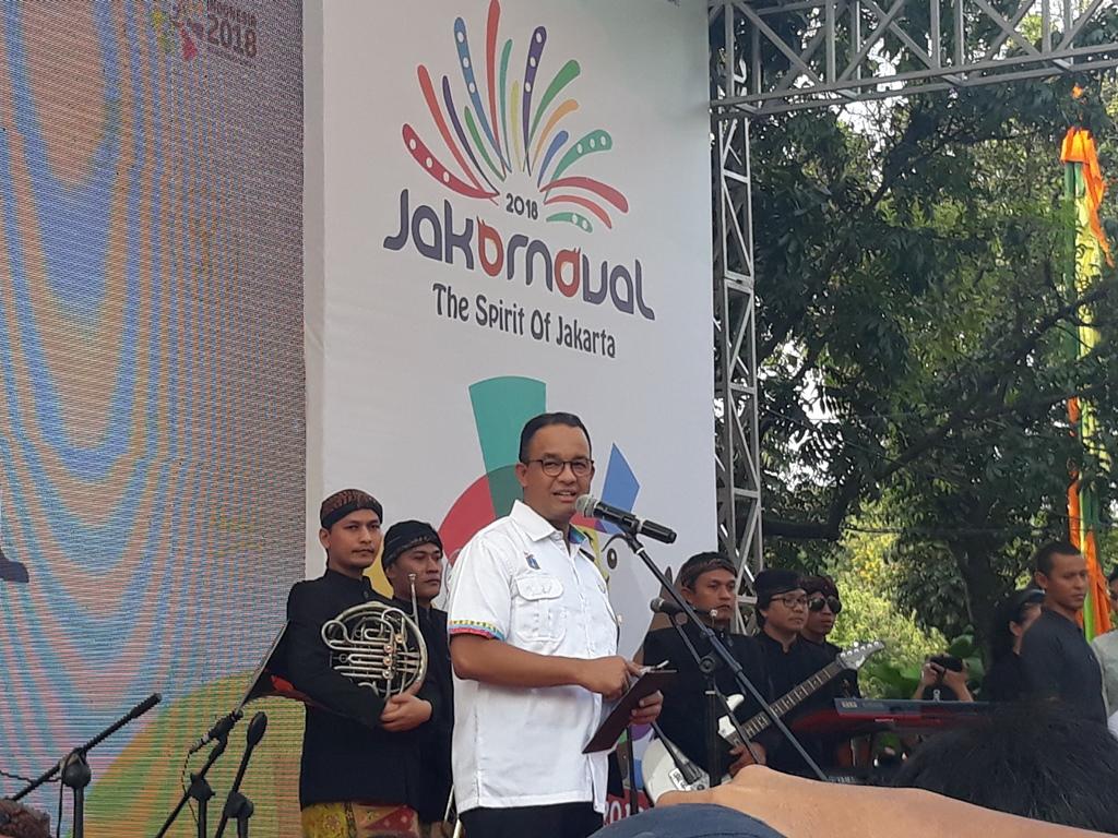 Gubernur DKI Jakarta Anies Baswedan saat membuka Jakarnaval 2018. Foto: medcom.id/Sunnaholomi Halakrispen.