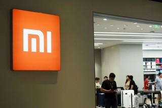 Xiaomi Shares Fall Almost 6 Percent on Hong Kong Debut