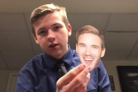 Potongan video Krankavitch memakan kertas yang dicetak wajah