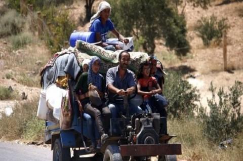 Lebih dari 320.000 warga Suriah melarikan diri ke perbatasan