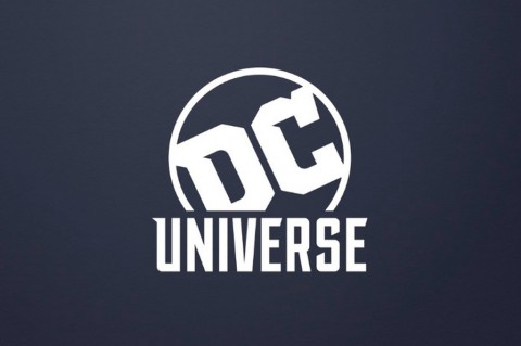 DC Universe tidak hanya menampilkan film tapi juga komik.