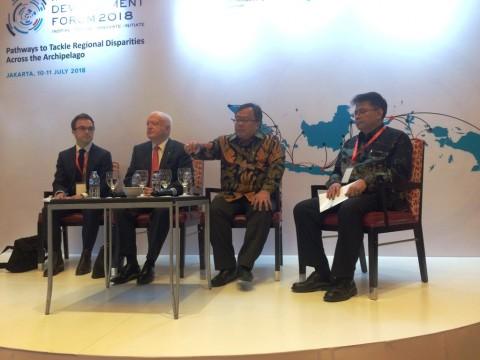 Menteri PPN/Kepala Bappenas Bambang Brodjonegoro (kedua dari